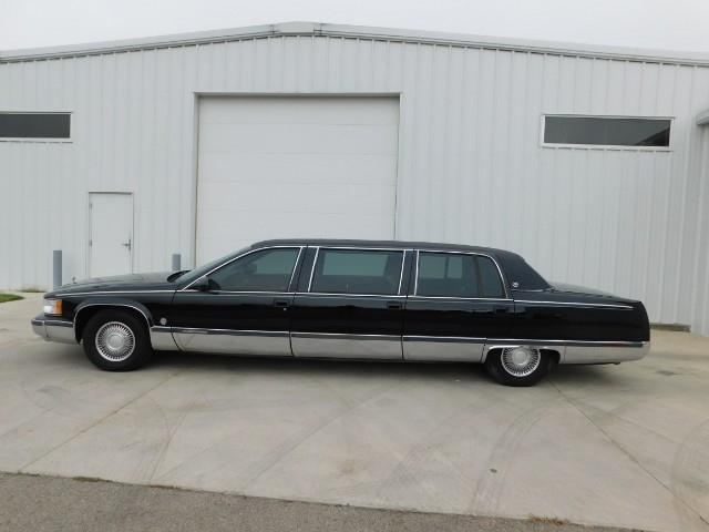 1996 cadillac limo clipart