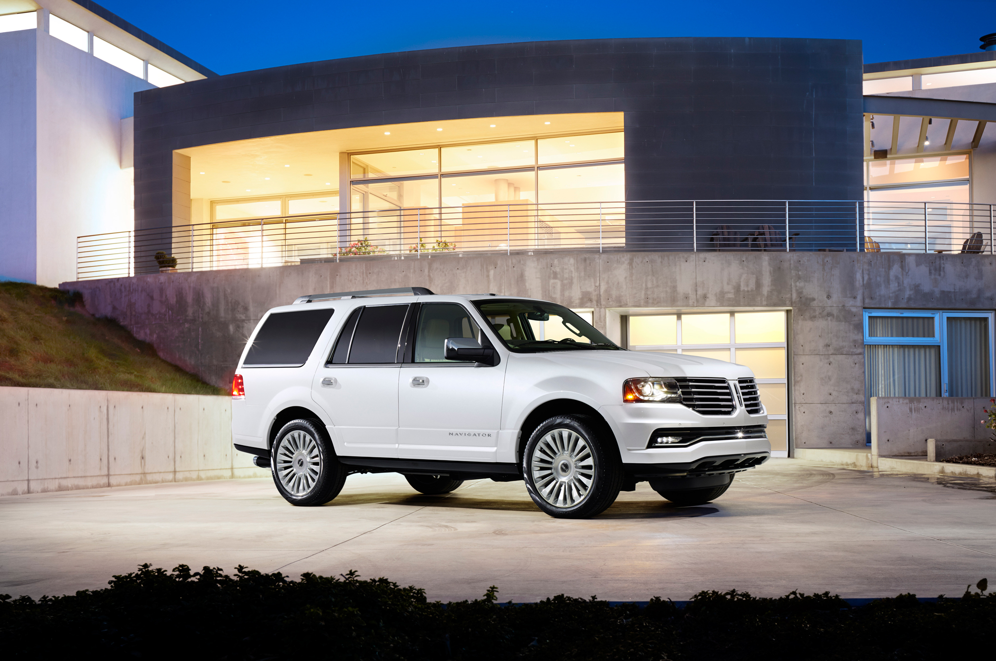 2015 lincoln navigator clipart graphic royalty free stock AutomotiveTimes.com | Lincoln Navigator 2015 Photo Gallery graphic royalty free stock