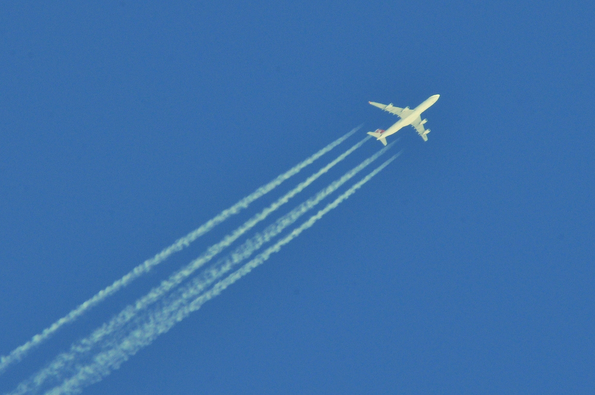 Airplane tracks clipart banner freeuse Contrail - Wikipedia banner freeuse