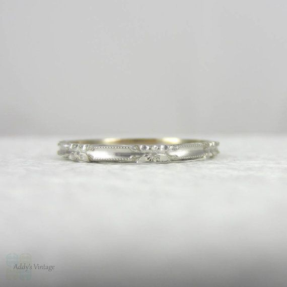 Art deco engraving patterns. Engraved wedding ring with