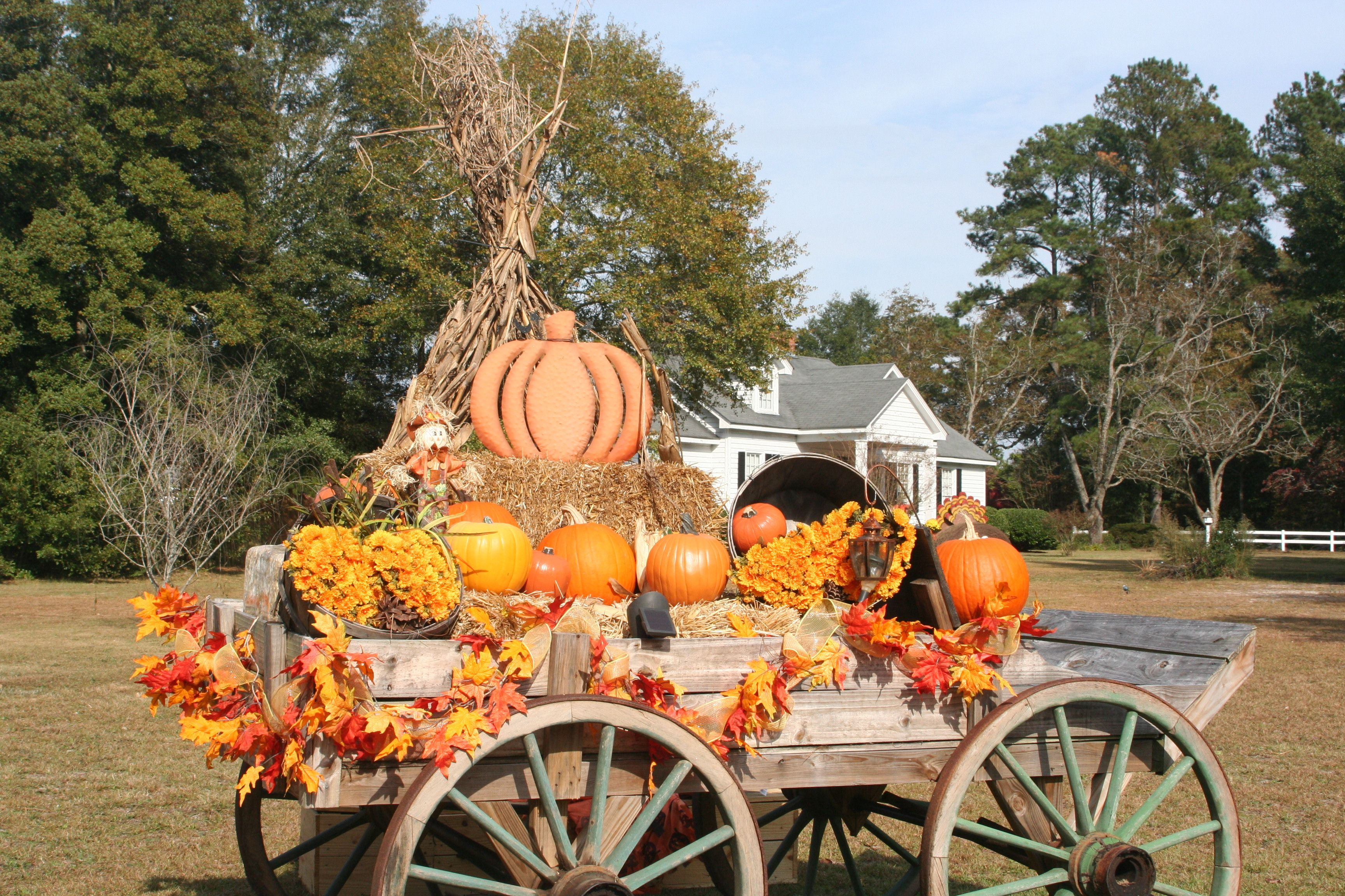Autumn vintage wagon clipart clipart download Fall Harvest Thanksgiving Buckboard Wagon Decoration. Created by ... clipart download