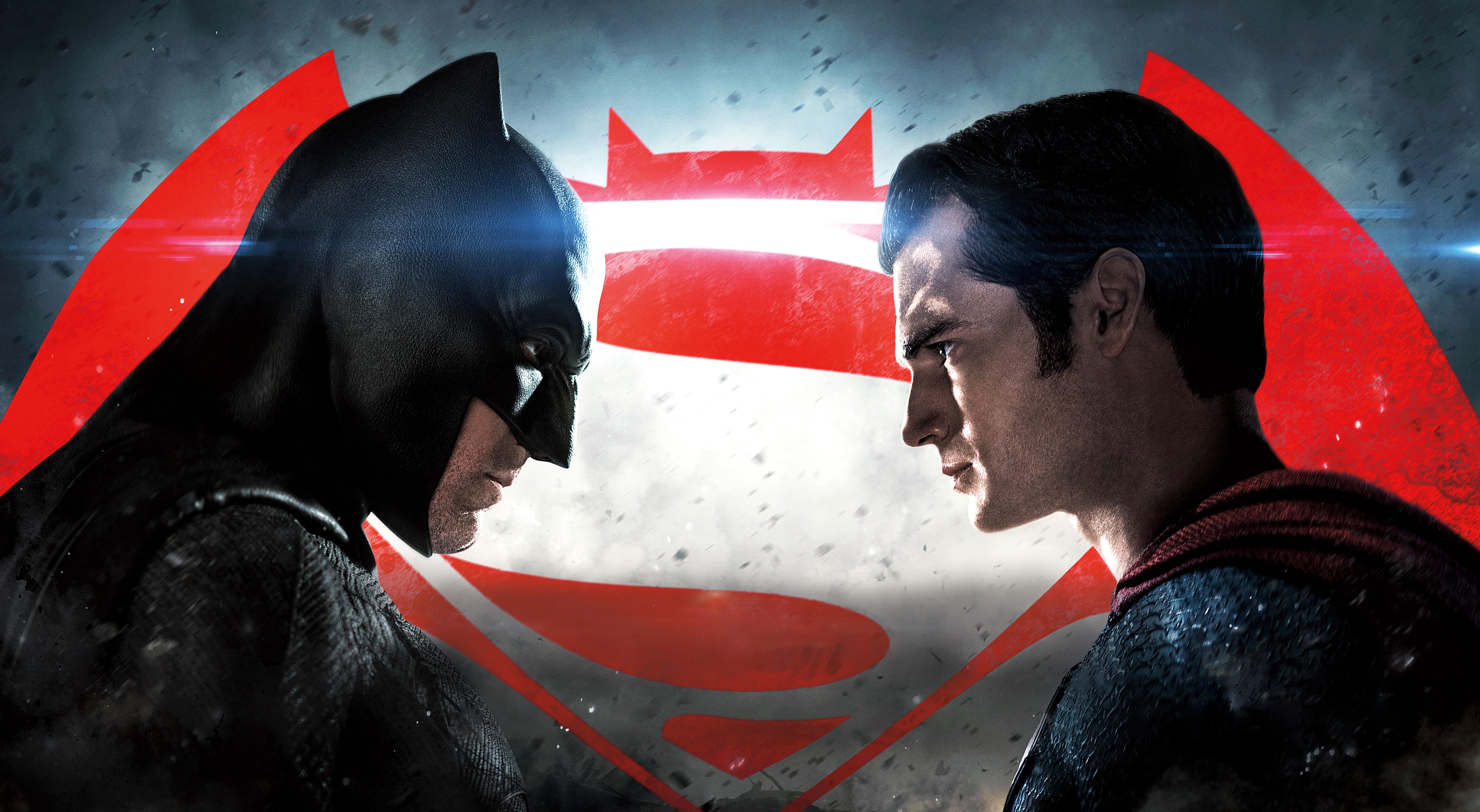 Batman vs superman clipart clip art black and white stock Analyzing the Flaws of Batman v Superman: Dawn of Justice | The ... clip art black and white stock