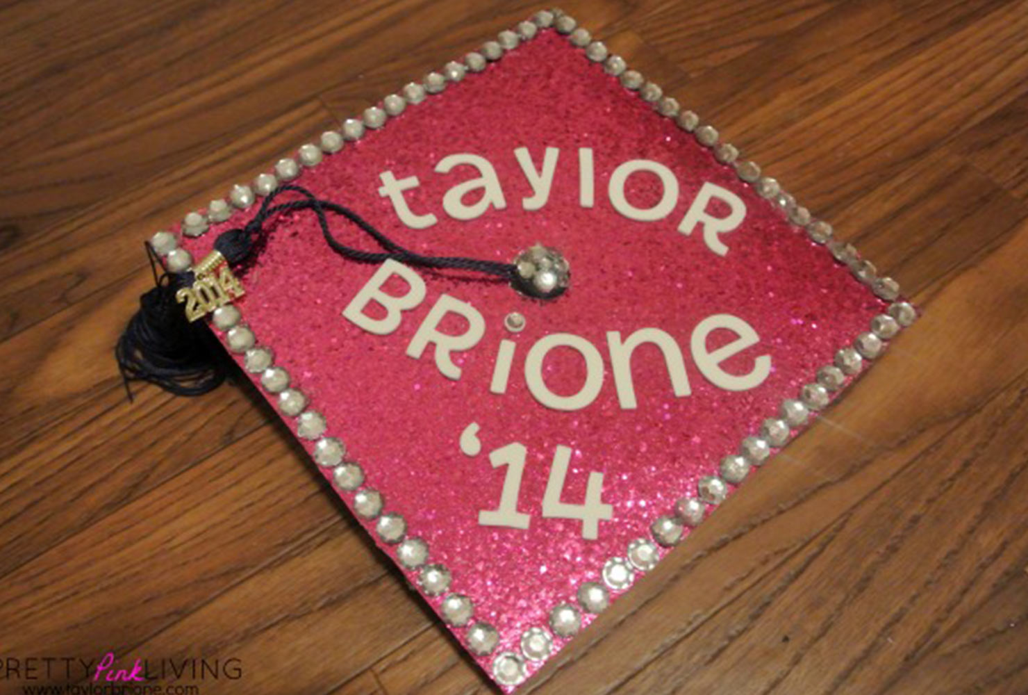 Bedazzled graduation caps clipart svg black and white 45+ Best Graduation Cap Ideas for 2019 Grads | Shutterfly svg black and white
