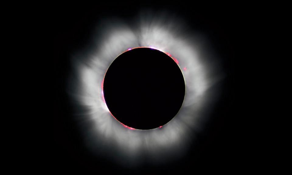Bend over moon black & white clipart png black and white library How a solar eclipse first proved Einstein right - Starts With A Bang ... png black and white library