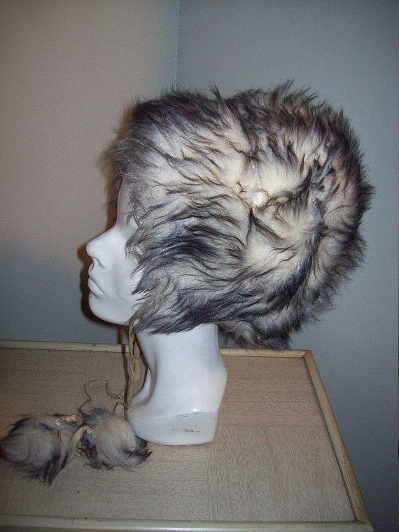 Black and white clipart of fur trapper clip art free Vintage 50s 60s Faux Fur Eskimo Hat Ball Accent Chin Straps / White ... clip art free