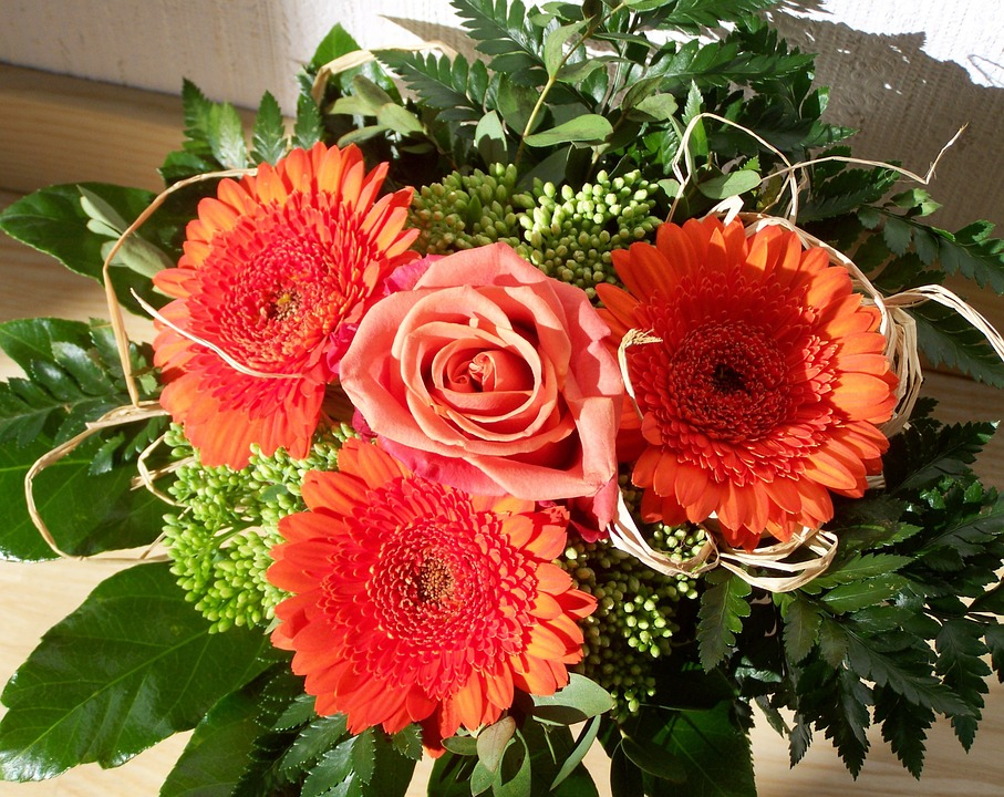 Bunch of flowers picture free. Photo red gerbera image