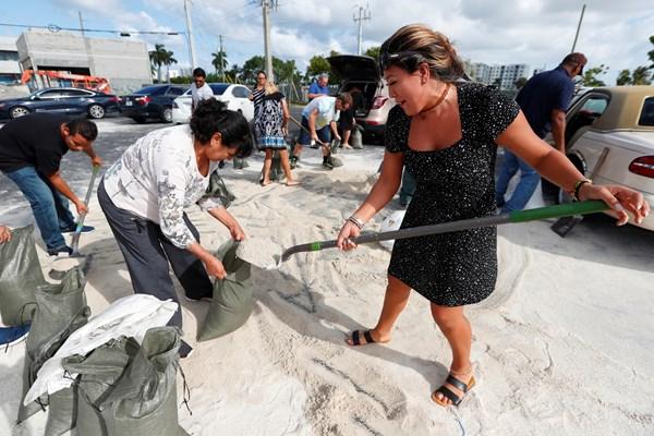 Hurricane Dorian menaces Bahamas en route to Florida freeuse download