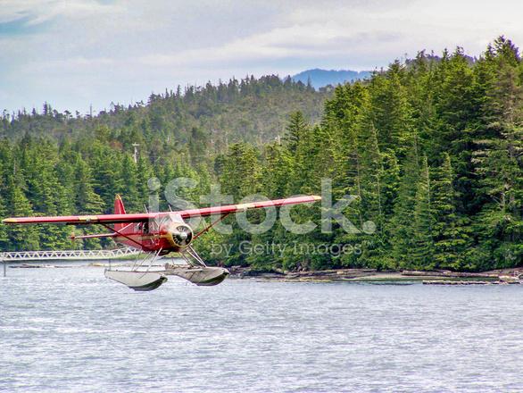 Clipart black and white beaver floatplane clipart royalty free download Beaver Float Plane, Landing Near Ketchikan, Alaska Stock Photos ... clipart royalty free download