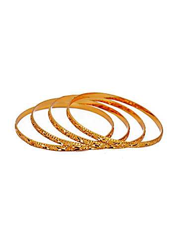 Clipart gadgil bangles picture royalty free library Nachathira Gold Bangles matching with look from Episode 613, Yaarudi ... picture royalty free library
