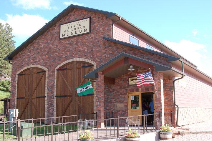 Clipart north dakota state museum black and white clip freeuse South Dakota State Railroad Museum | Black Hills & Badlands - South ... clip freeuse
