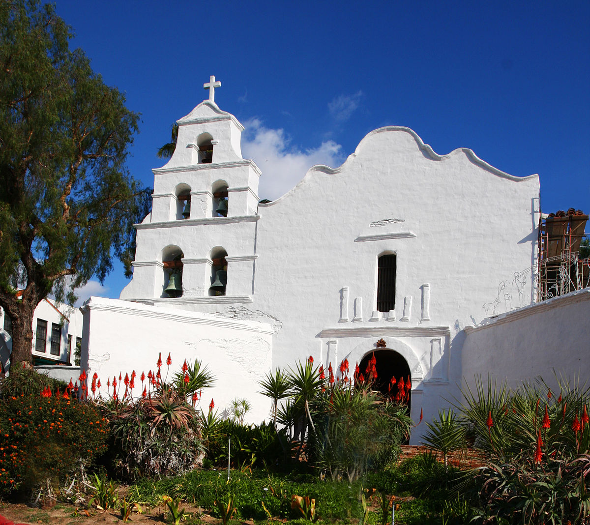 Clipart of indians on a california mission black and white stock El Camino Real – Travel guide at Wikivoyage black and white stock