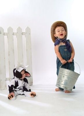 17 Best ideas about Sibling Halloween Costumes on Pinterest ... jpg black and white
