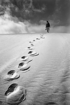 best images thoughts. Footprints in the sand clipart black and white