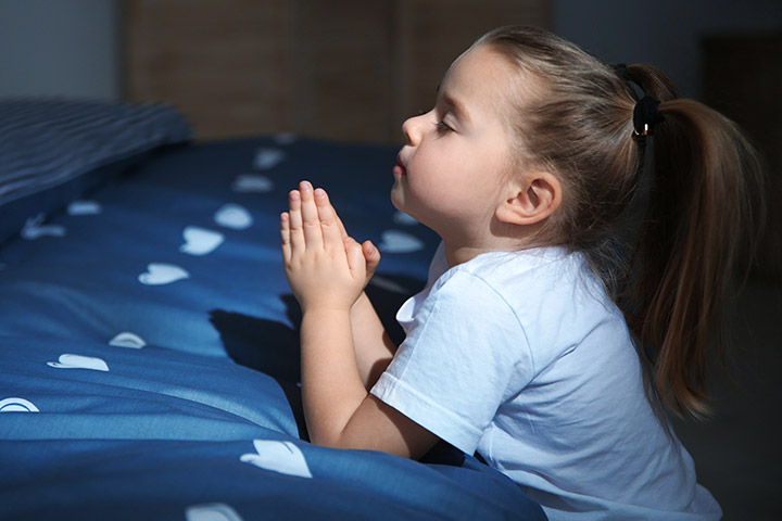 Free clipart a child praying at night freeuse library 15 Popular Bedtime Prayers For Children freeuse library