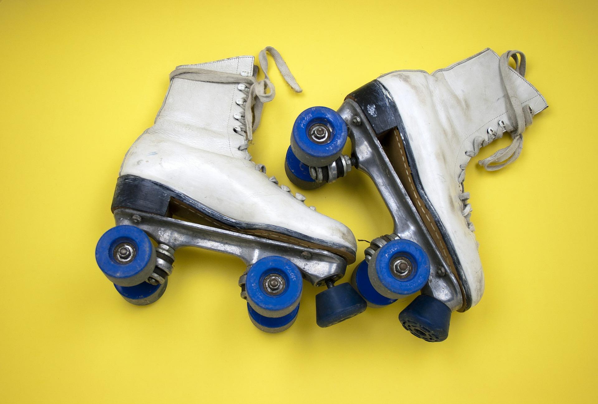 Blog . Free clipart of boy wobbling on roller skates