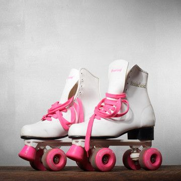 Free clipart of boy wobbling on roller skates. Barbie think pink wheels