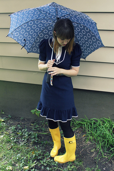 Galoshes target picture stock Galoshes target - ClipartFox picture stock
