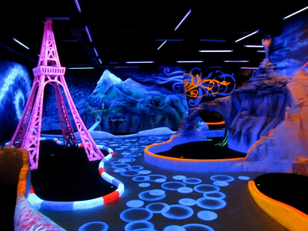 Glow in the dark mini golf clipart clipart free stock Glow Miniature Golf / Black Light Minigolf   \