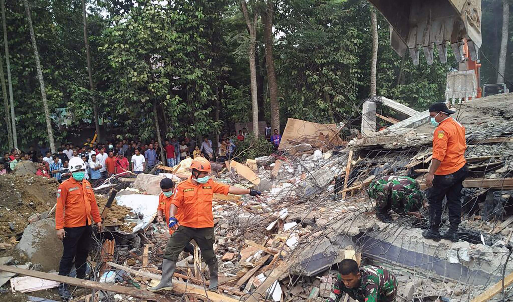 Indonesia earthquake stock Frantic rescue underway after quake kills nearly 100 in Indonesia ... stock