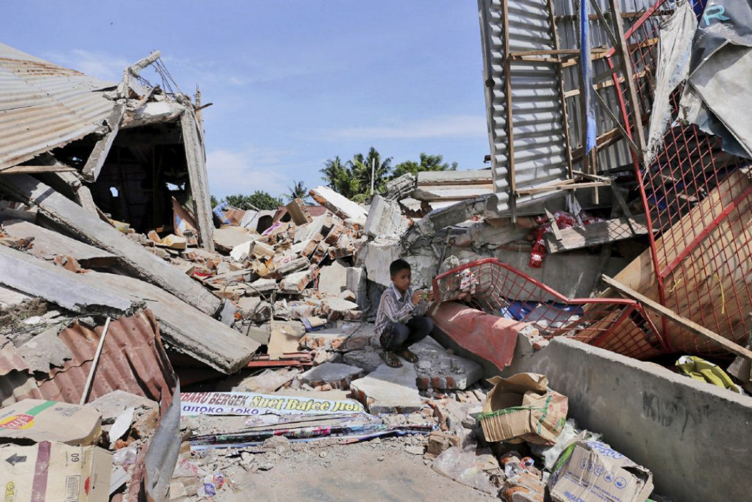 Indonesia earthquake clipart transparent stock Indonesia earthquake kills nearly 100, stirs memories of 2004 ... clipart transparent stock