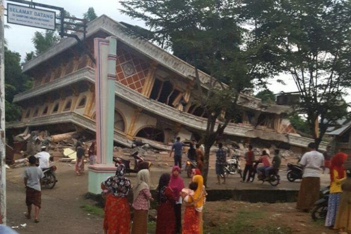 Indonesia earthquake clipart stock Magnitude-6.5 earthquake hits Indonesia's Aceh province killing ... clipart stock