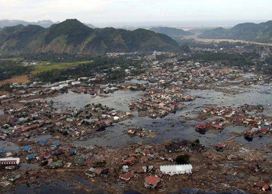 Indonesia tsunami png black and white stock Indian Ocean tsunami of 2004 | Britannica.com png black and white stock