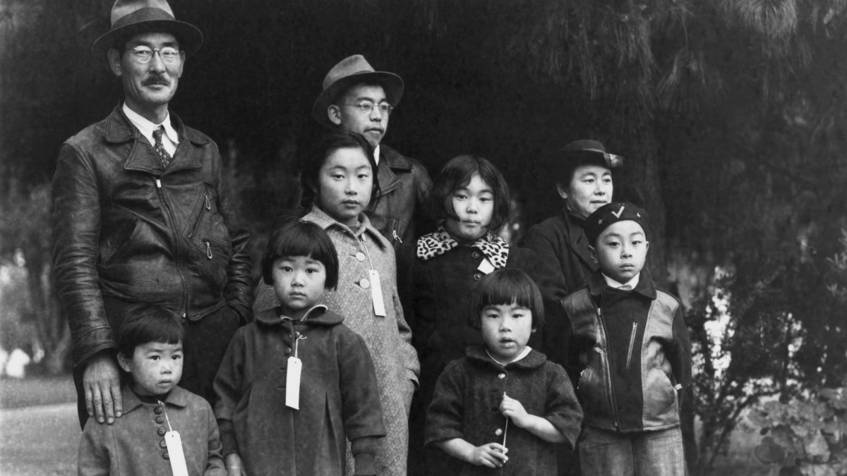 Japanese americans clipart graphic transparent These Photos Show the Harsh Reality of Life in WWII Japanese ... graphic transparent