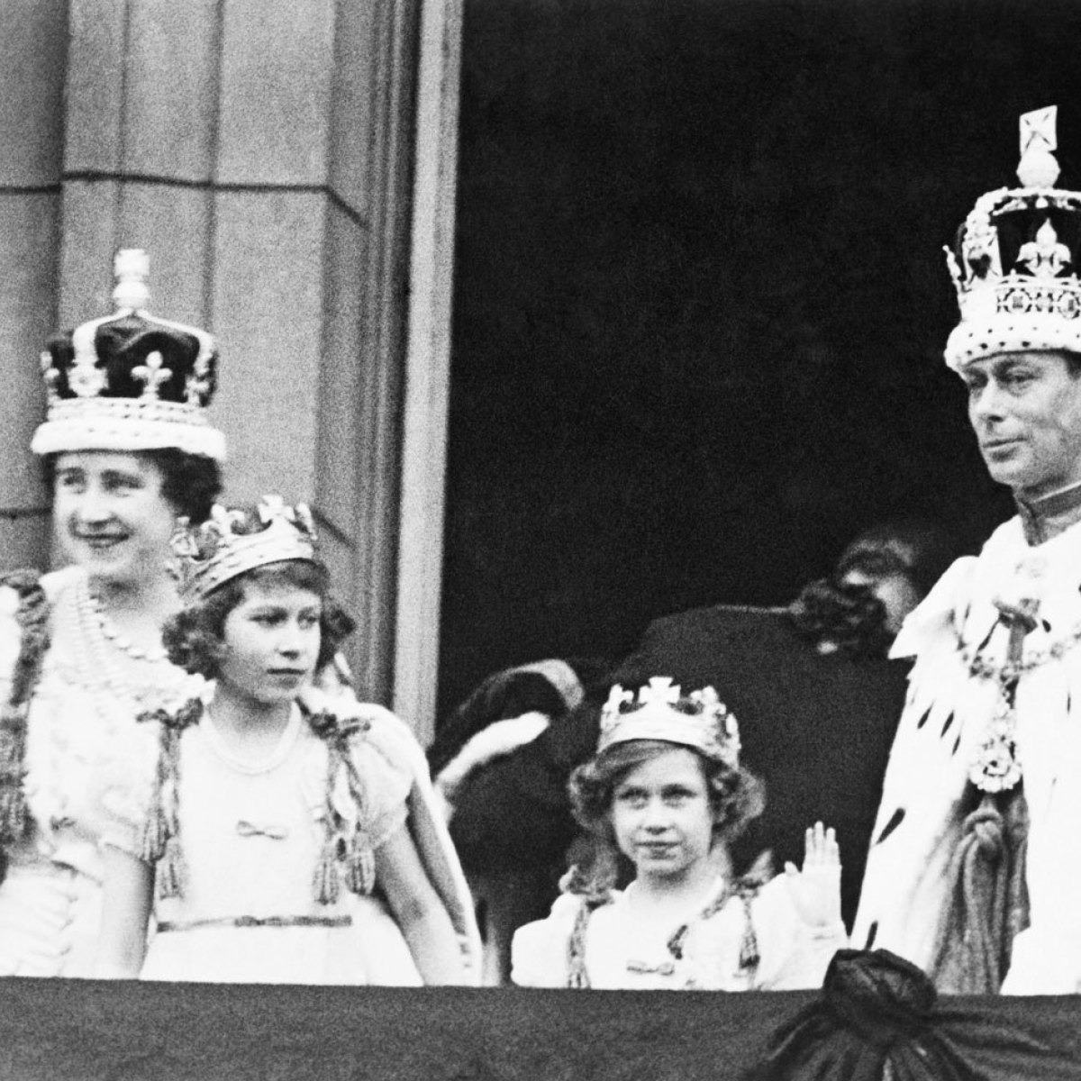 Kick him in his crown jewels clipart picture transparent download Royal Family Hid Crown Jewels From Nazis In A BISCUIT Tin picture transparent download