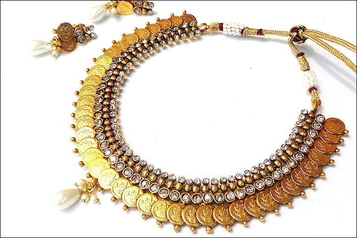 Laxmi haar clipart clip art freeuse stock Putli haar has round gold coins stringed together on a silk ... clip art freeuse stock