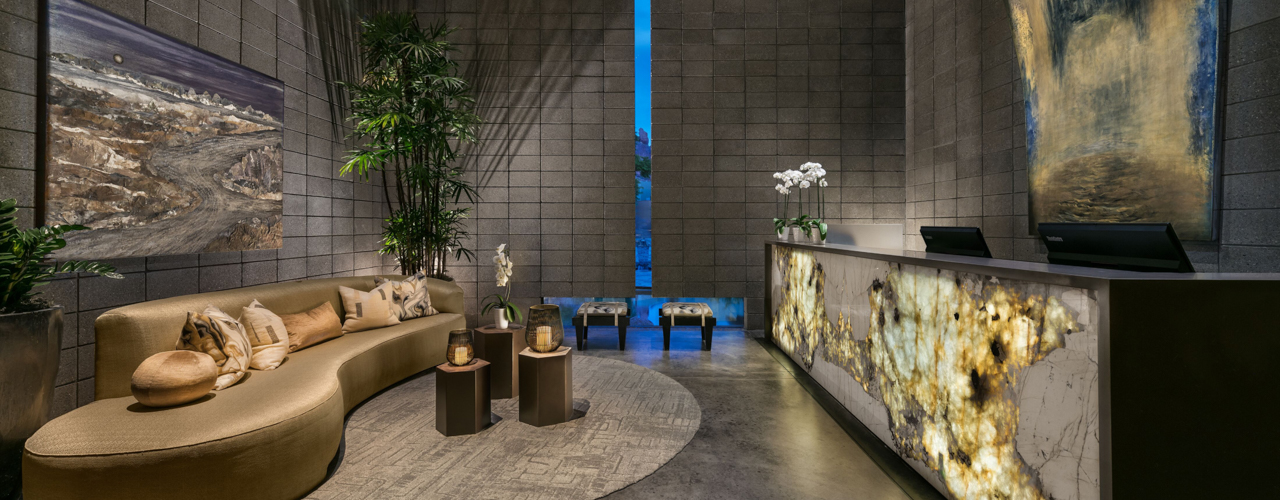 Luxurious spa room masoshing a person clipart clipart freeuse Sanctuary Camelback Mountain Resort & Spa | Scottsdale Luxury Resort clipart freeuse