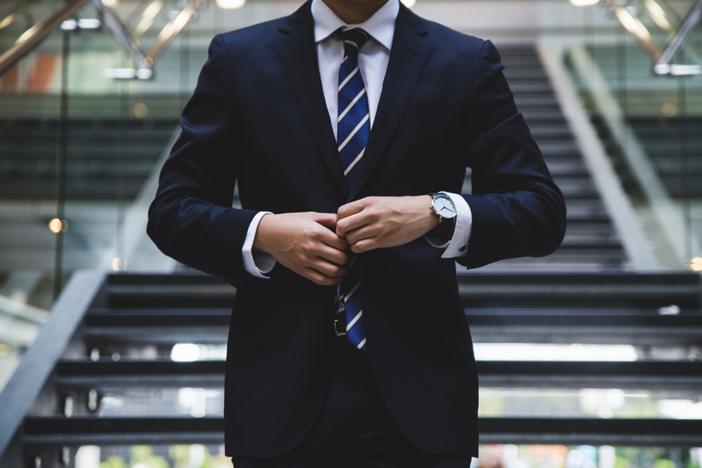Man holding tie in hand clipart freeuse 100+ Tie Pictures | Download Free Images on Unsplash freeuse