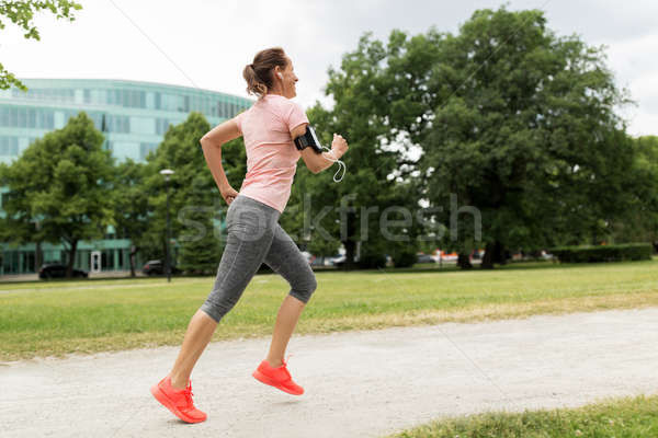 Man jogging in a park with headphones clipart black and white stock Jogging app Stock Photos, Stock Images and Vectors | Stockfresh black and white stock