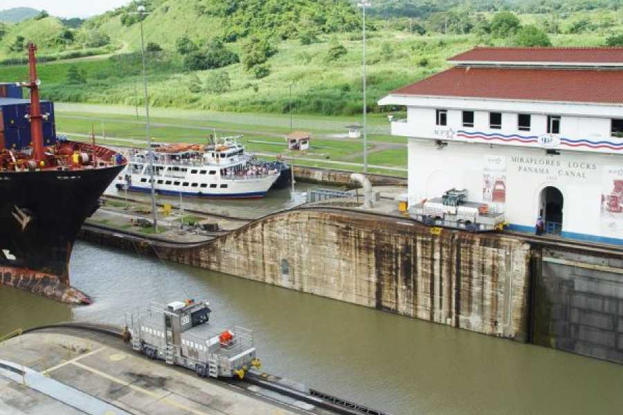 Panama canal locks clipart picture transparent library Panama Canal Partial Transit - Aventuras 2000 picture transparent library