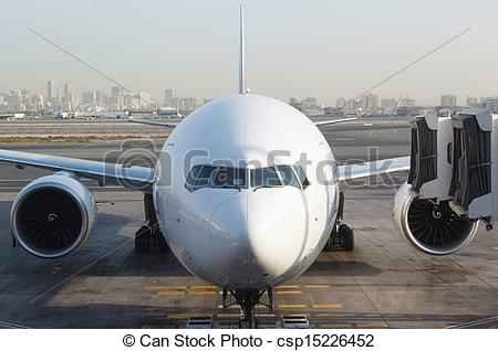 Plane gates clipart free Stock Images of Front view of airplane at gate and gangways for ... free