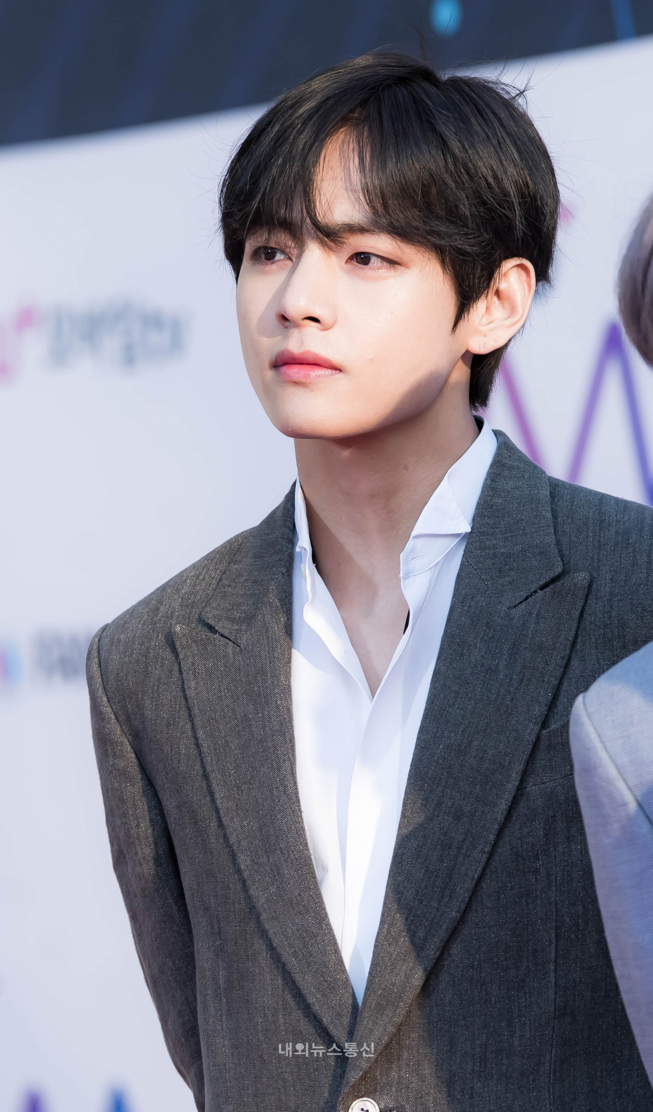 Pngs bts tae hyoung banner black and white stock Pin by Magnum Opus on BTS in 2019 | BTS, Bts taehyung, Bts ... banner black and white stock