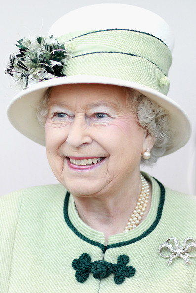 Queen of england clipart jpg free stock Clipart queen elizabeth - ClipartFest jpg free stock