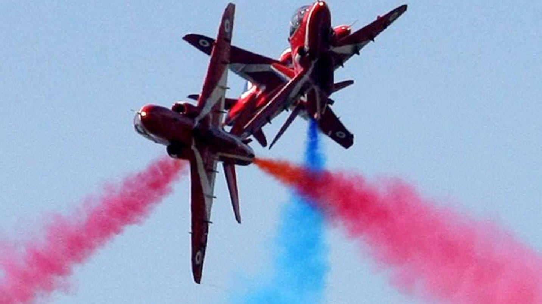 Red arrow images clip transparent Red Arrow PILOT DIES in Crash Bournemouth - Tribute for Flt Lt Jon ... clip transparent