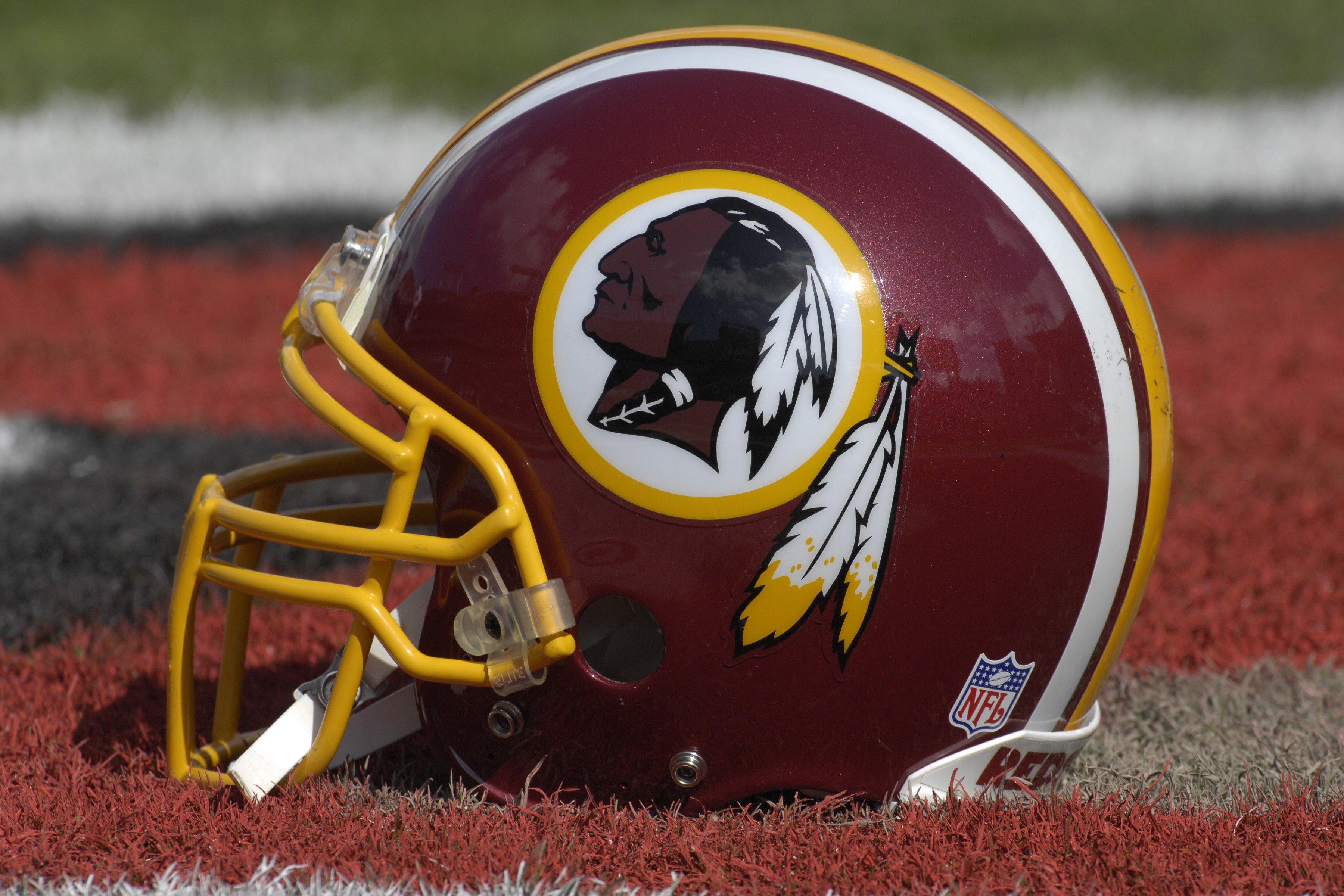 Redskins helmet clipart jpg Washington Redskins Uniforms through the Years | Bleacher ... jpg