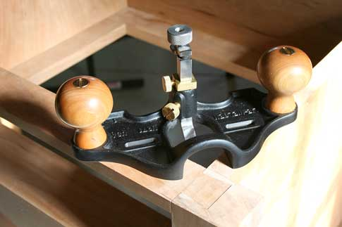 Router plane image library Lie-Nielsen Large Router Plane - Popular Woodworking Magazine image library