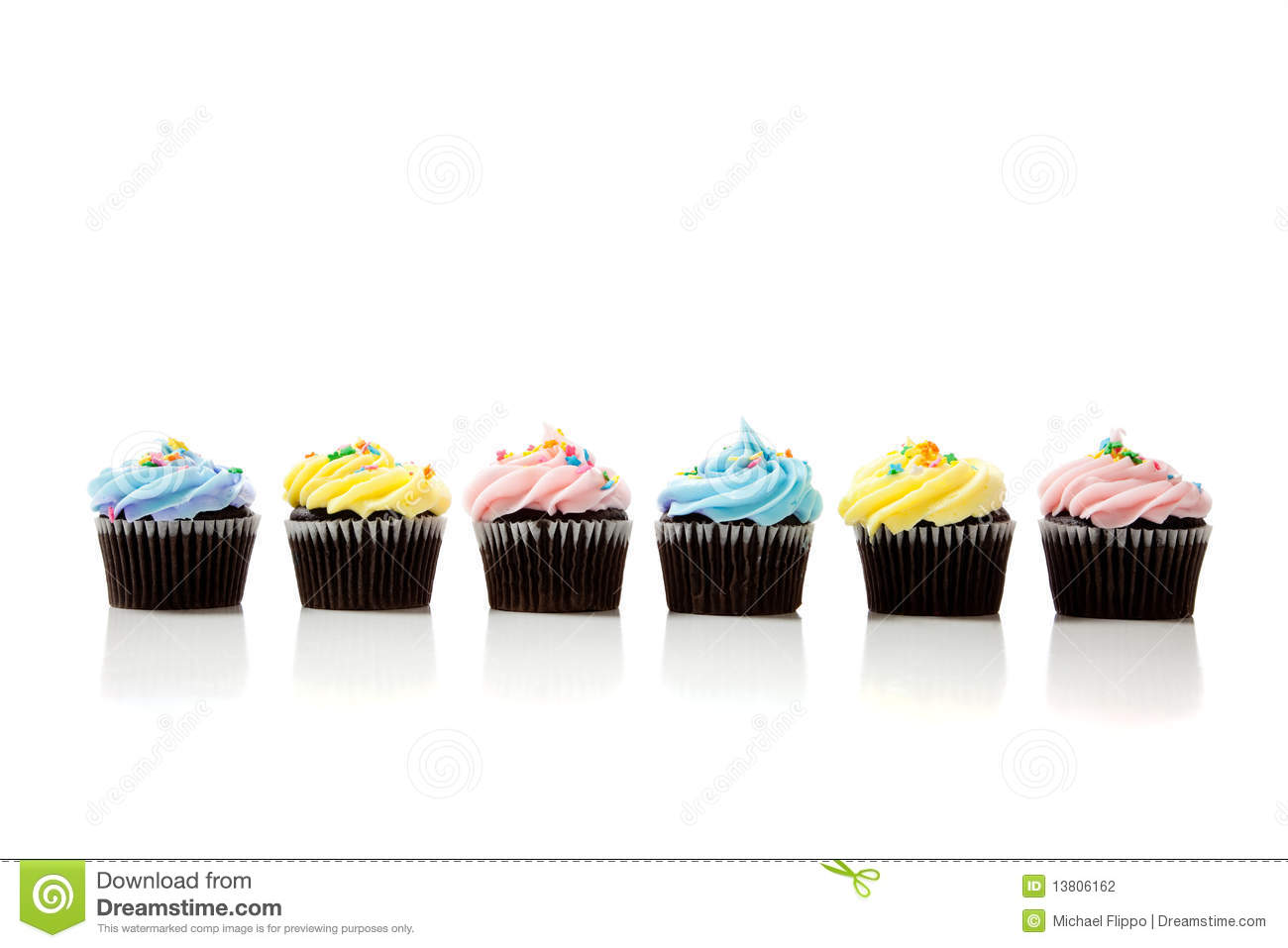 Row of cupcakes clipart clip freeuse library Row of cupcakes clipart - ClipartFest clip freeuse library