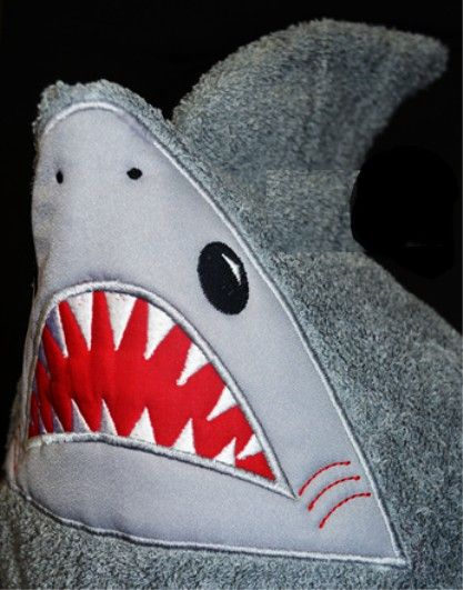 Shark with towel and hat clipart free library HOODED TOWELS Shark | babyfrank | Towel embroidery ... free library