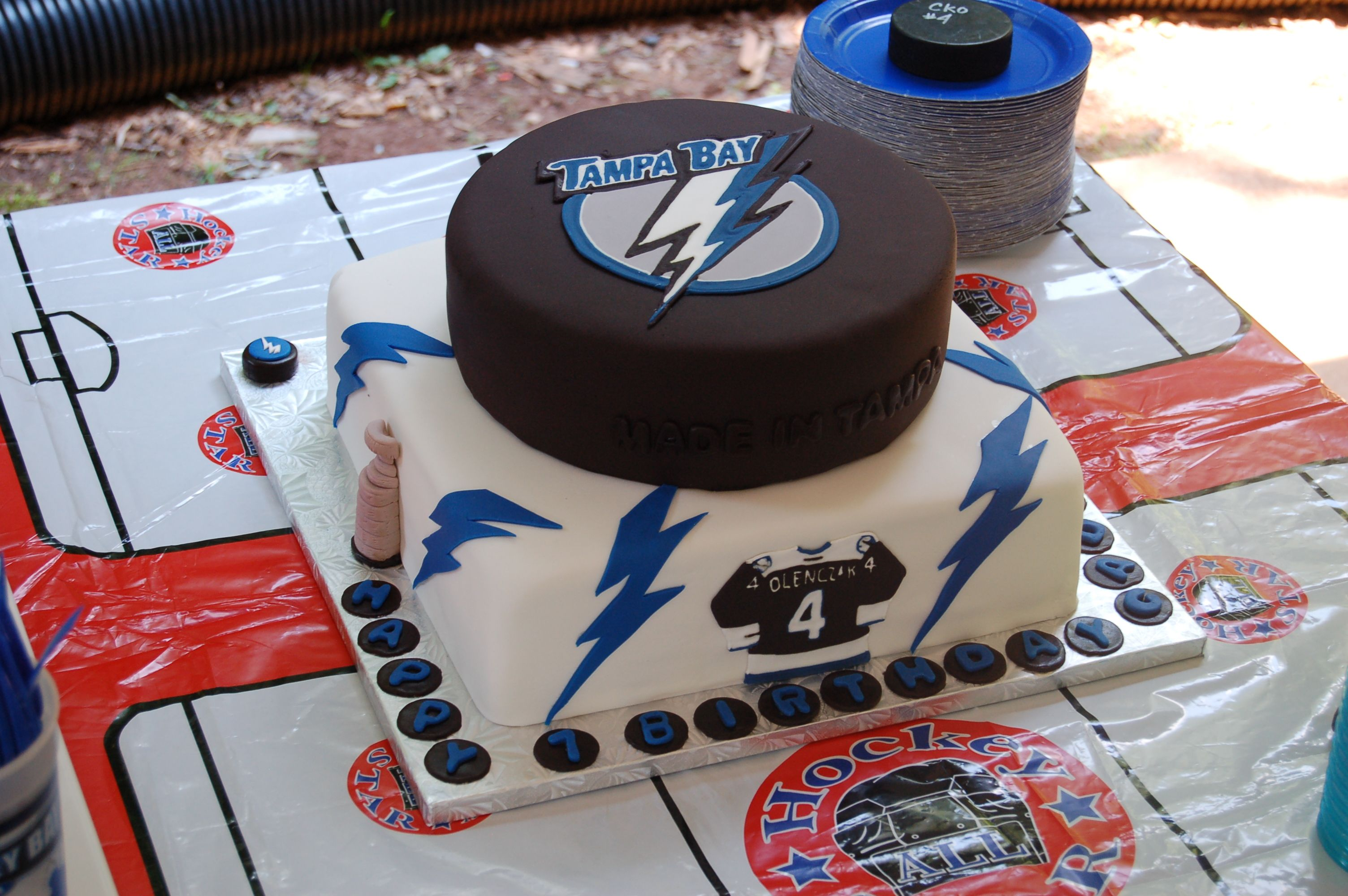 Thunder cake clipart vector library download Tampa Bay Lightning cake I made for my son\'s birthday ... vector library download