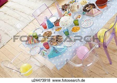 Tisch mit essen clipart vector library stock Bilder - geburtstagparty, gedeckter tisch, mit, essen u24473918 ... vector library stock