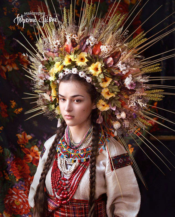Traditional clip library stock Ukrainian Women Bring Back Traditional Floral Crowns To Show ... clip library stock