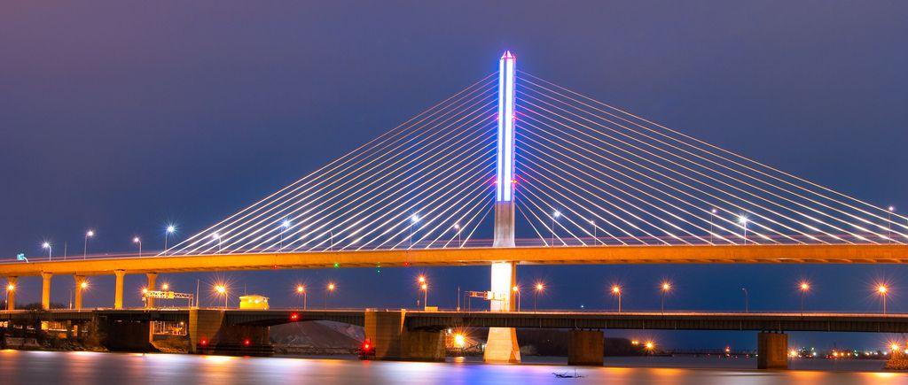 Veterans memorial skyway toledo clipart jpg transparent download I-280 Bridge, Toledo Ohio   Altars   Glass bridge, Toledo ... jpg transparent download