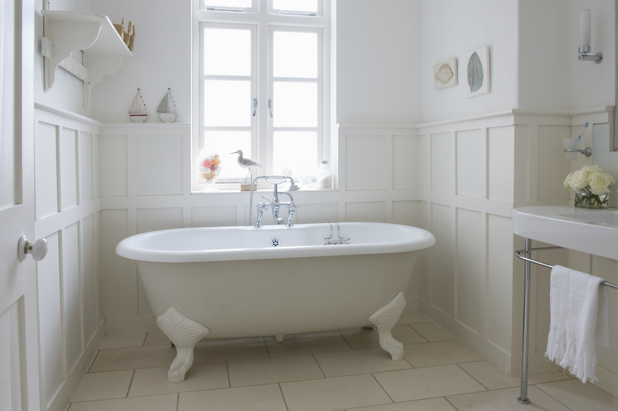 Victorian ere bathtub clipart clipart free How To Create A Victorian-Style Bathroom | Country ... clipart free