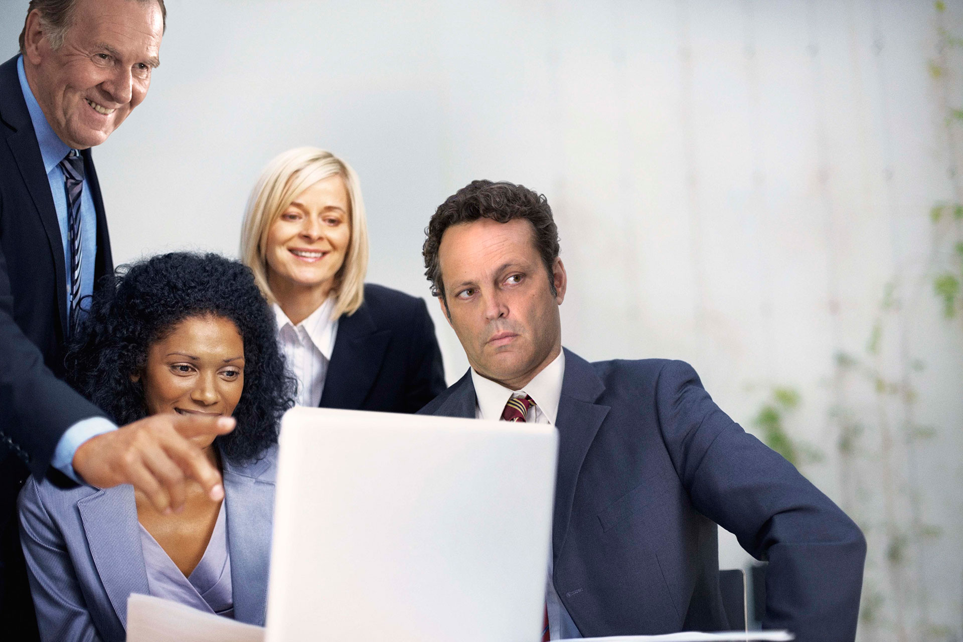 Vince vaughn clipart graphic freeuse stock Vince Vaughn and Co-stars Pose for Idiotic Stock Photos You ... graphic freeuse stock