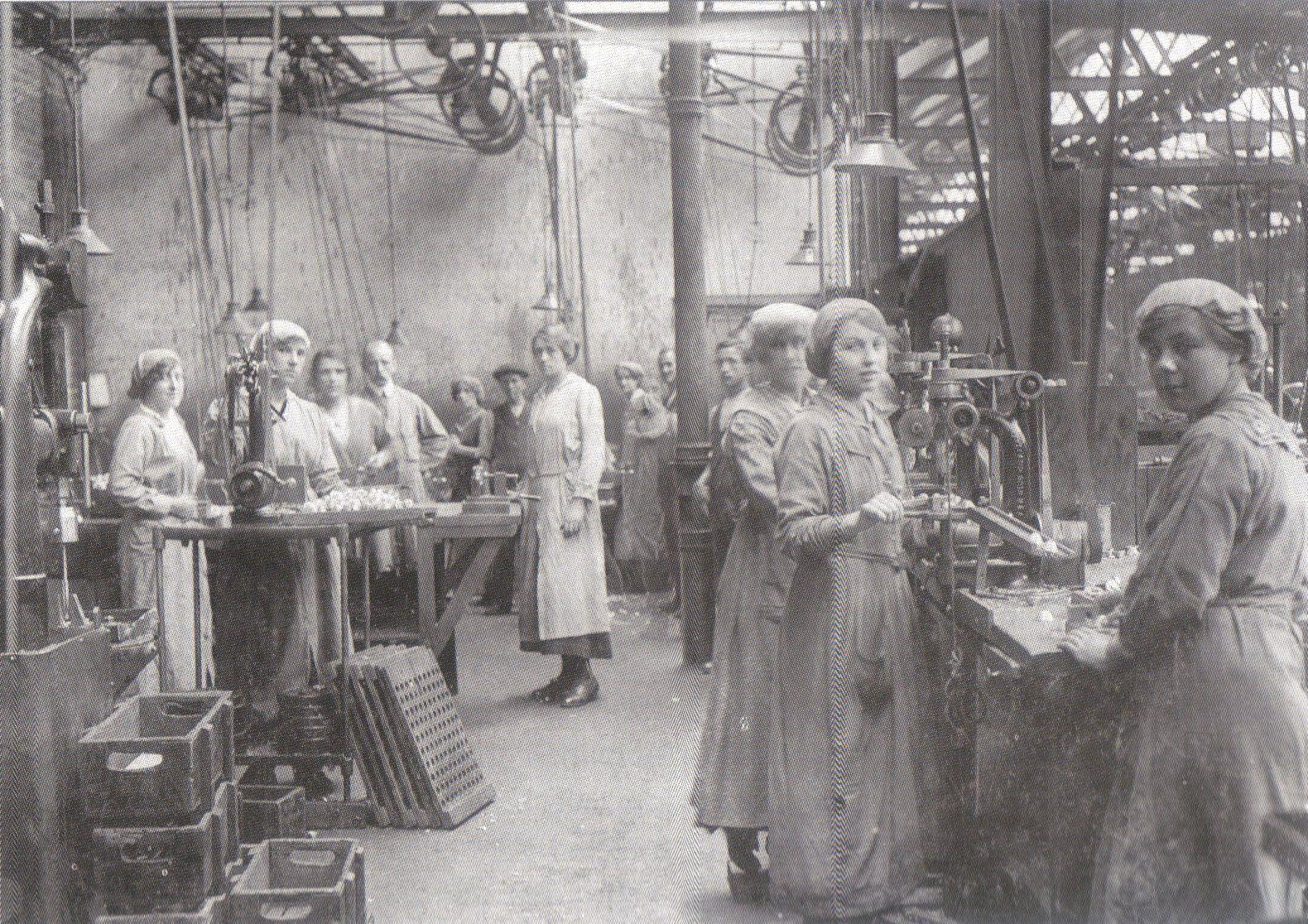Ww1 clipart women factories jpg free J A Prestwich Factory - Tottenham - Munitions Workers WW1 ... jpg free